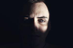 az ember kijavítja saját látását