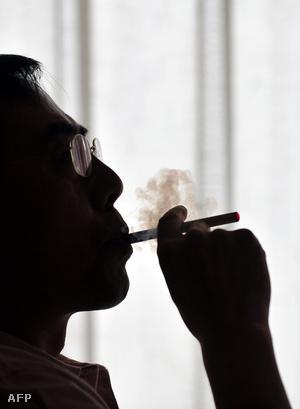 szippantani a dohányt és a látványt